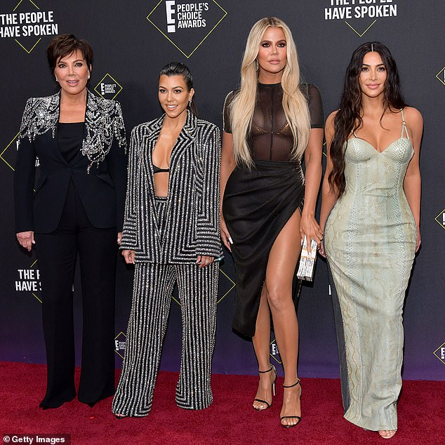 Mùa cuối cùng: Mùa cuối cùng của Keeping Up With the Kardashians hiện đang phát sóng sau khi gia đình tiết lộ tin tức vào tháng 9 rằng nó đã kết thúc;  Gia đình được chụp vào năm 2019