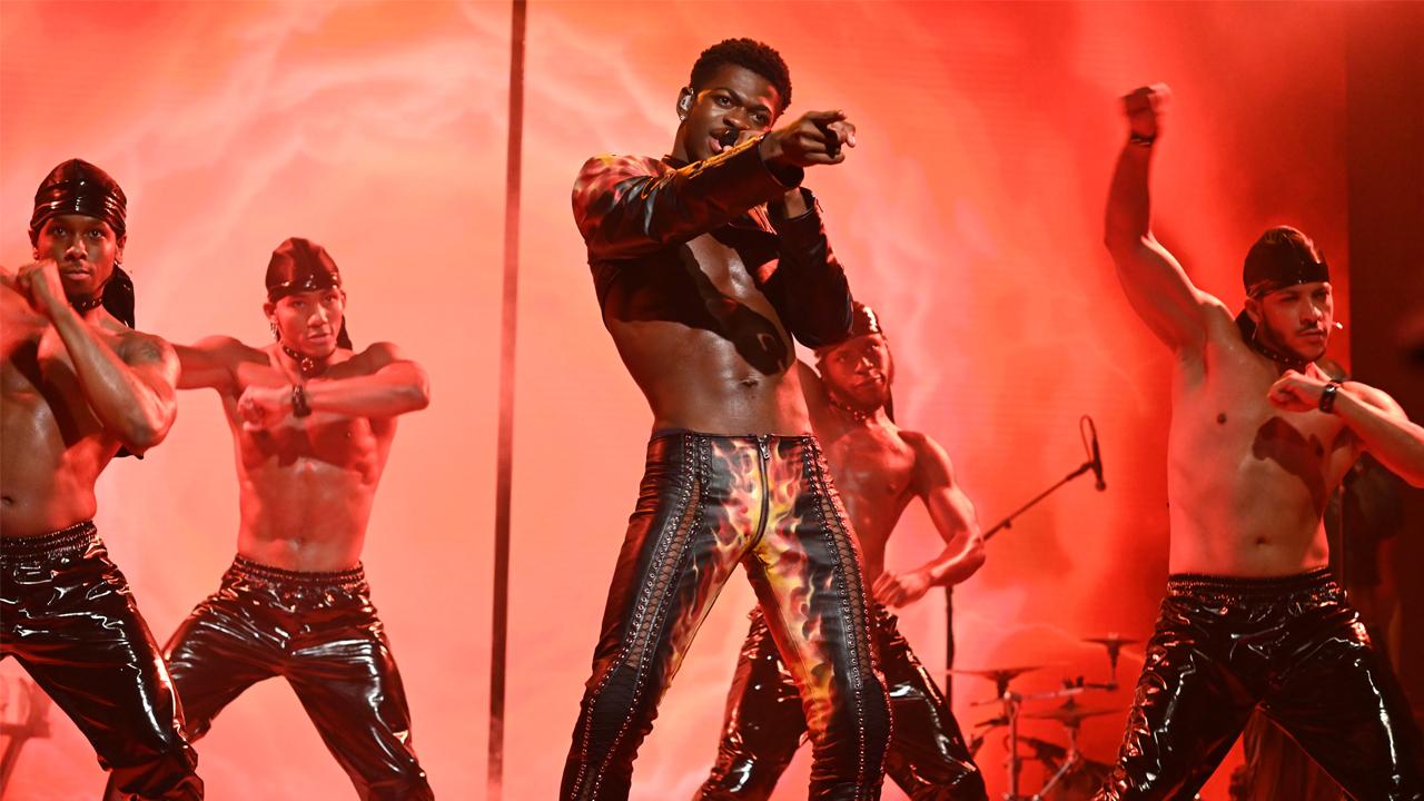 Đêm chung kết 'SNL' với Lil Nas X, người dẫn chương trình Anya Taylor-Joy cho xếp hạng mùa thấp điểm