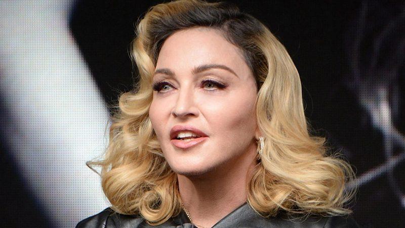 Madonna chia sẻ những bức ảnh chụp nhanh hiếm hoi về các con của cô với cha cô vào sinh nhật lần thứ 90 của ông