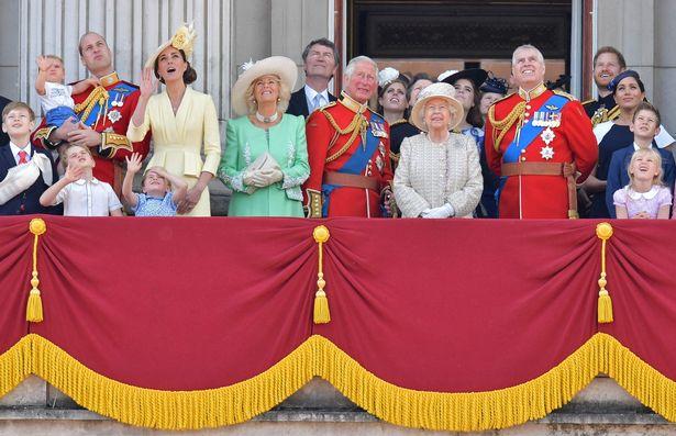 Gia đình hoàng gia trên ban công của Cung điện Buckingham vào tháng 6 năm 2019
