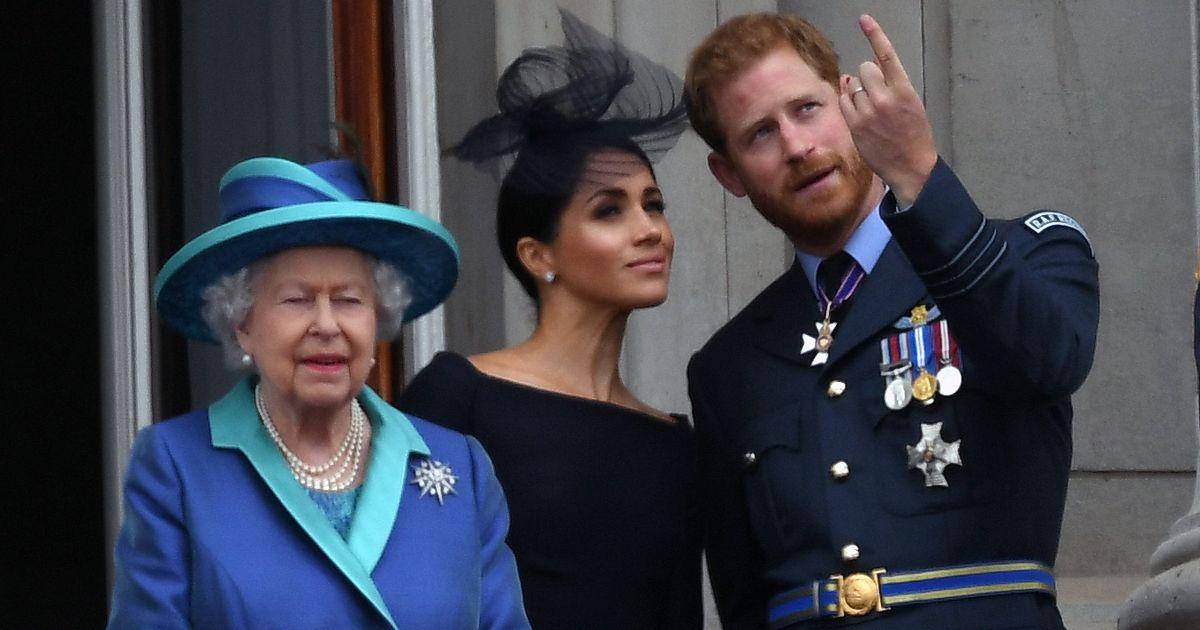Nữ hoàng mở rộng một cành ô liu cho Harry và Meghan sau sự cố hoàng gia