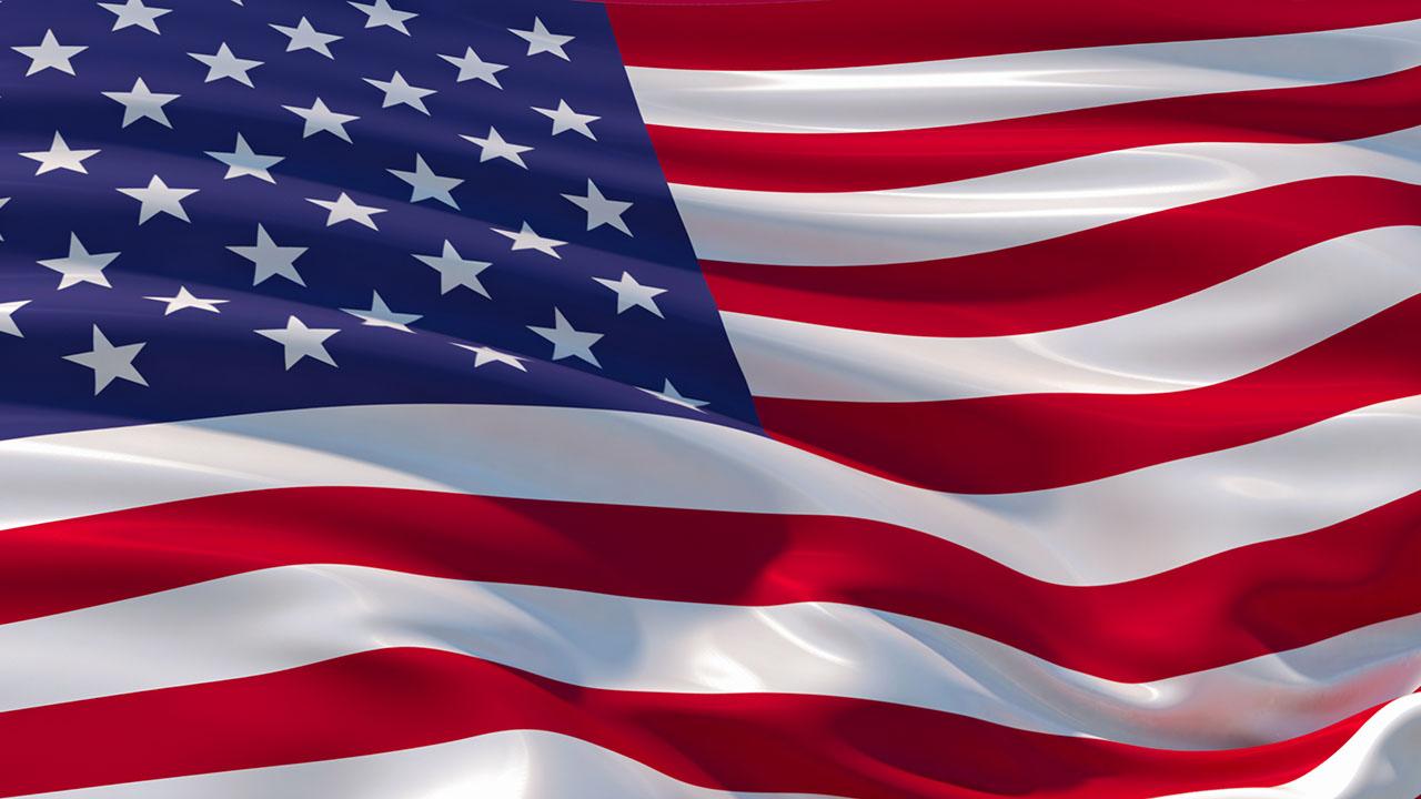 Nghệ sĩ chỉ trích cảnh sát Michigan yêu cầu thêm cờ Mỹ vào bức tranh tường