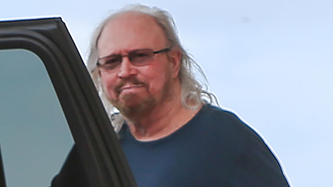 Ngôi sao của Bee Gees, Barry Gibb được phát hiện trong một chuyến đi chơi công khai hiếm hoi ở Miami