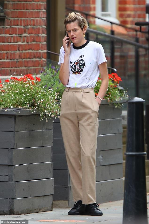 Nữ diễn viên Vương miện Emma Corinne lần đầu tiên được nhìn thấy kể từ khi thay đổi lương tâm