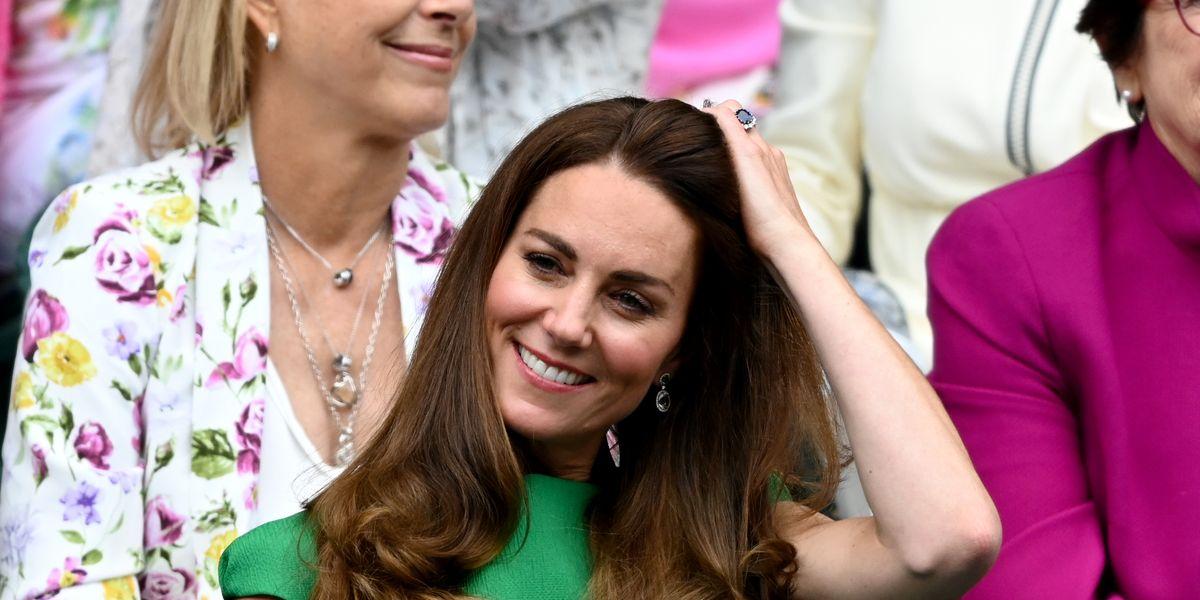 Kate Middleton chấm dứt tình trạng tự cô lập để tham dự trận chung kết Wimbledon nữ với Hoàng tử William.  Xem hình ảnh tại đây.