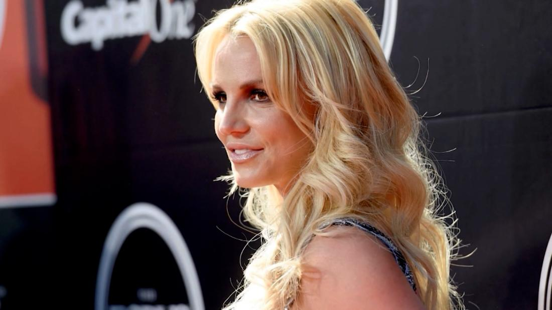"""Britney Spears gọi những người không ra tay khi cô ấy """"chết đuối"""""""