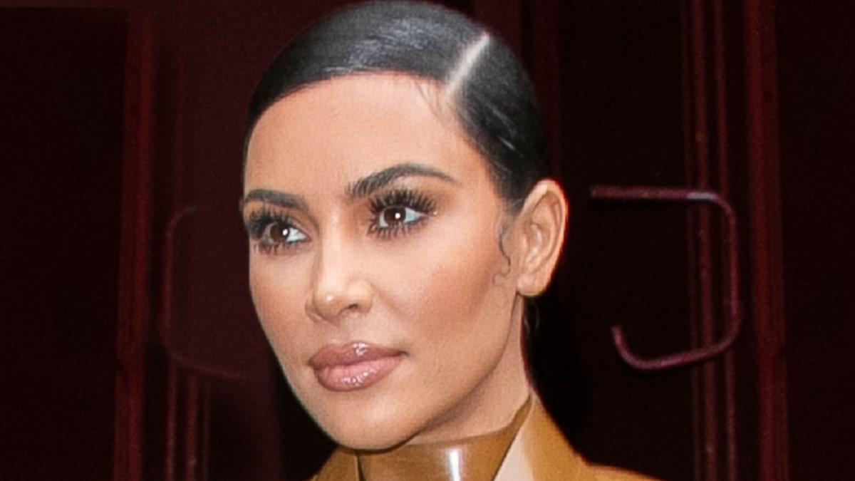 Diện mạo KKW Beauty mới của Kim Kardashian có thể là nhãn hiệu mới cho 'SKKN'