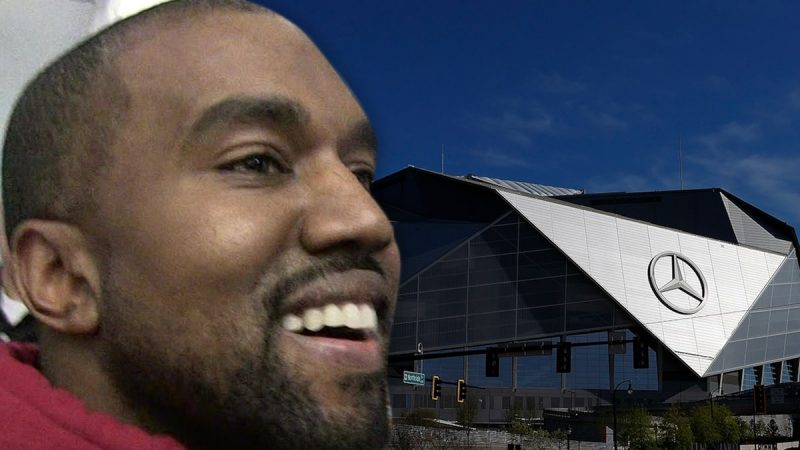 Kanye West Sống tại Sân vận động Mercedes-Benz để hoàn thành 'Donda'