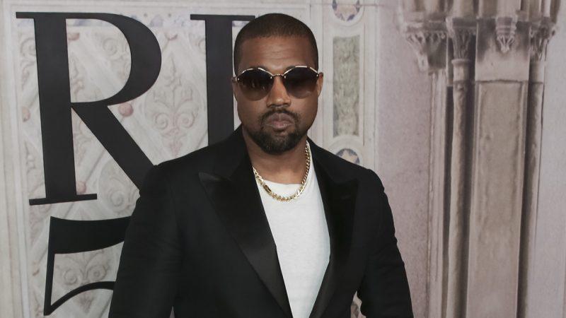Kanye West chia sẻ bức ảnh phòng ngủ của anh ấy tại sân vận động Atlanta