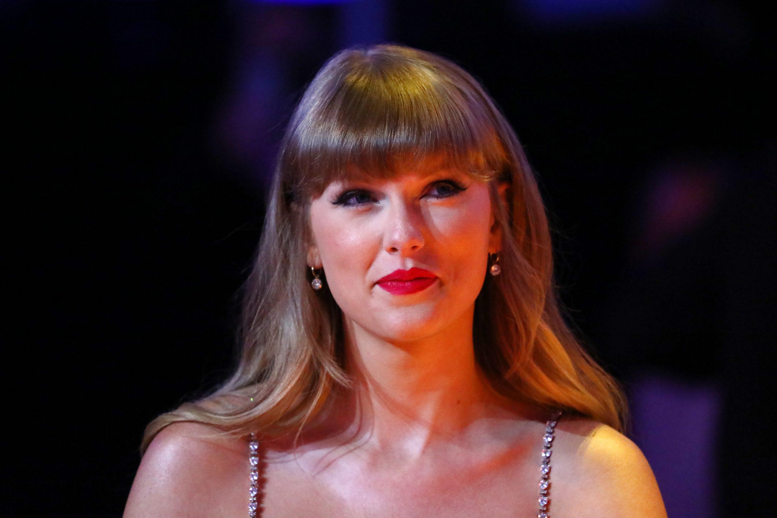 Một cảnh sát đã cố gắng sử dụng một bài hát của Taylor Swift để chặn video của người biểu tình khỏi YouTube