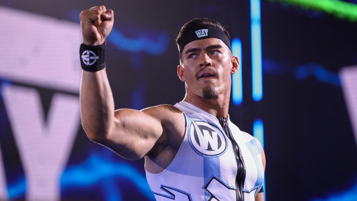 Một số hậu trường của WWE NXT Superstars tại SmackDown Tonight