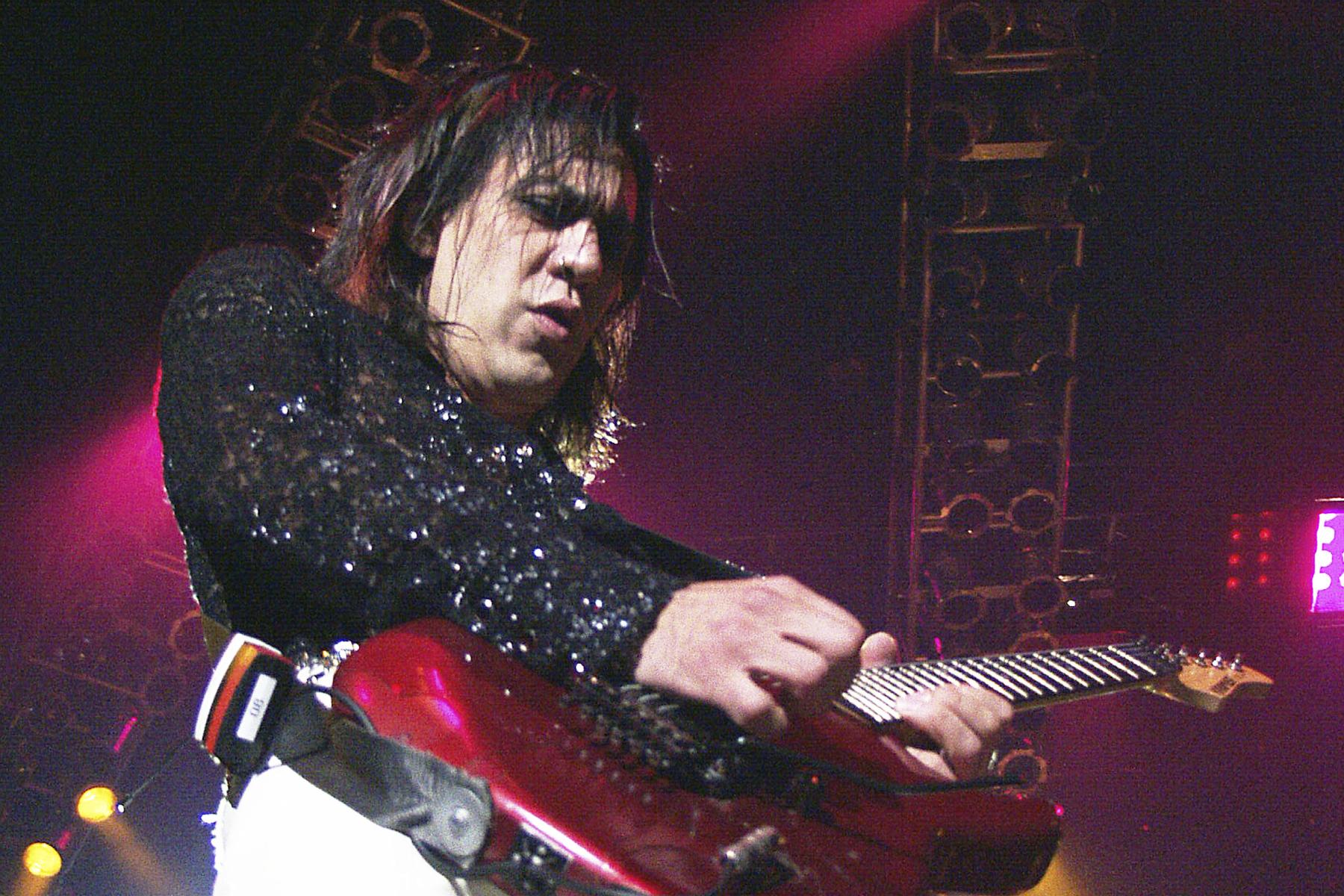 Nghệ sĩ guitar Jeff Labar của Cinderella đã qua đời ở tuổi 58