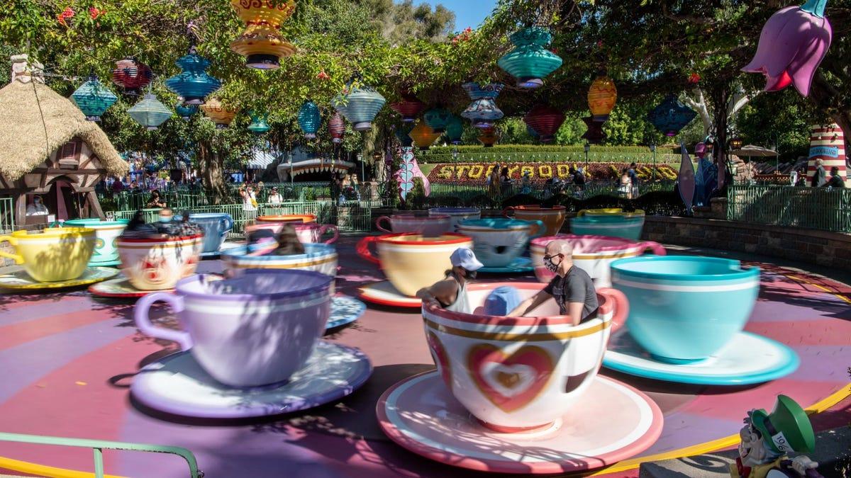 Disneyland Disney World Hoán đổi FastPass miễn phí lấy dịch vụ trả phí