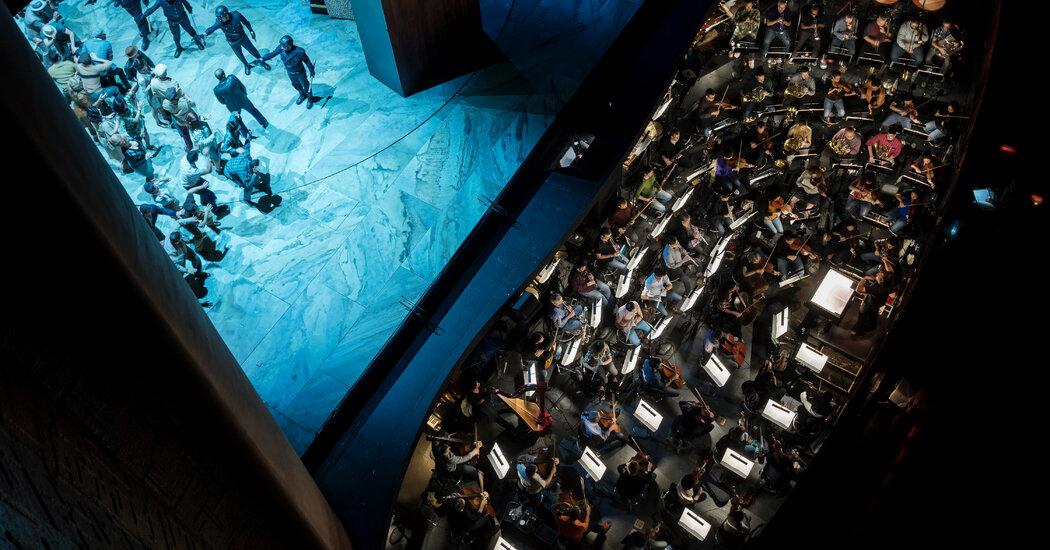 Mitt Oprah đạt được thỏa thuận với dàn nhạc, mở đường cho việc mở cửa trở lại