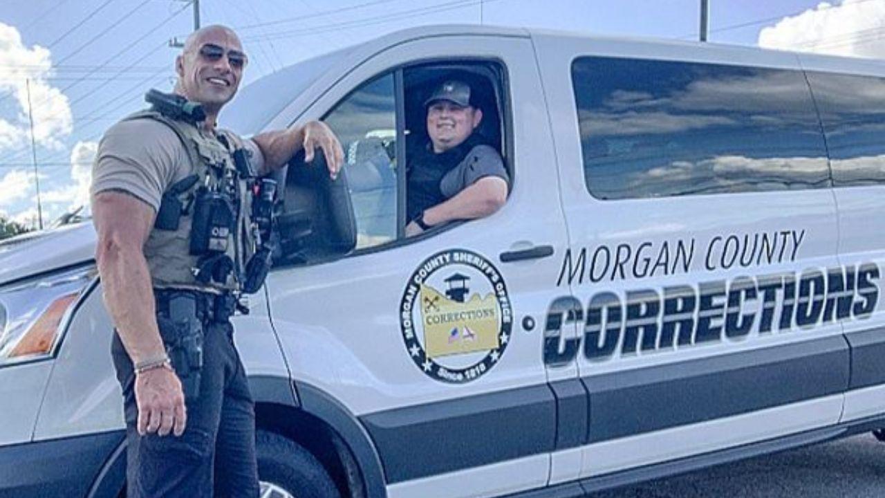 Vẻ ngoài của sĩ quan Dwayne Johnson 'The Rock' đang được lan truyền mạnh mẽ và anh ta đang sử dụng danh tiếng của mình vì lý do chính đáng