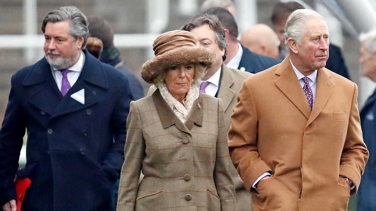 Michael Fawcett, phụ tá hoàng gia của Thái tử Charles, từ chức trong vụ bê bối 'visa vàng'