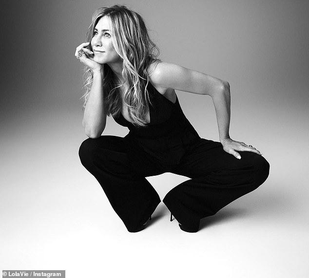 Cười nhiều: Jennifer trông gợi cảm trong những shot hình quảng cáo
