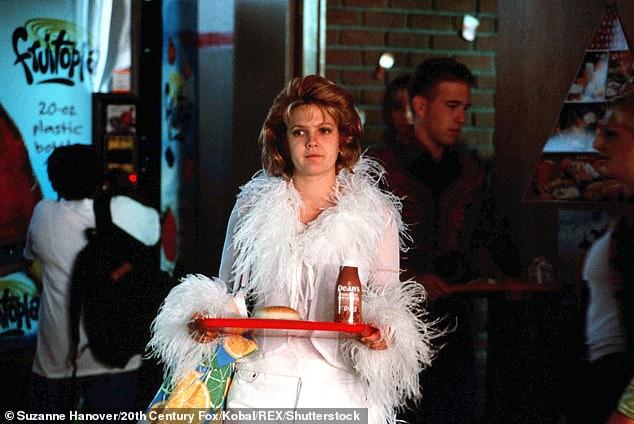 BÍ MẬT: Bộ phim hài năm 1999 kể về một phóng viên tờ báo thứ hai mươi tên là Josie đang học trung học để tìm kiếm một câu chuyện