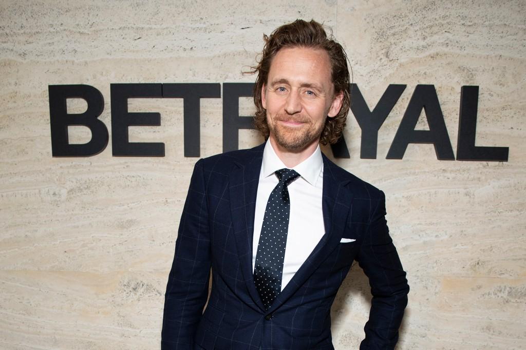 """Broadway rất vui khi có Tom Hiddleston, Loki của Marvel, trên sân khấu """"sự phản bội."""""""