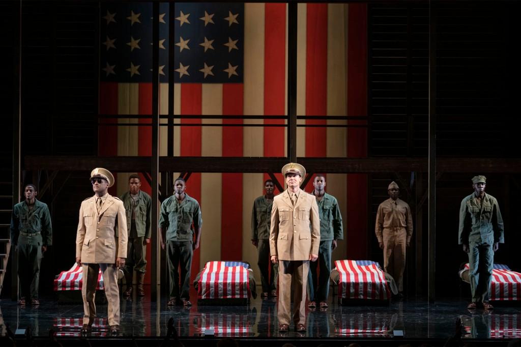 """""""Vở kịch của người lính"""" Phim có sự tham gia của David Alan Greer và Blair Underwood trên sân khấu Broadway."""