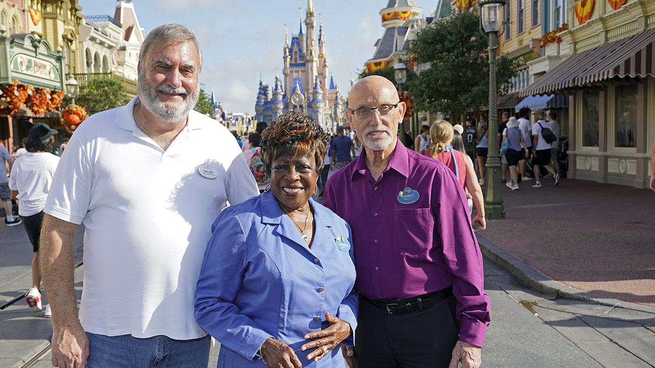 Một số nhân viên của Disney World đã làm việc trong công viên trong 50 năm, ngay từ khi mới thành lập