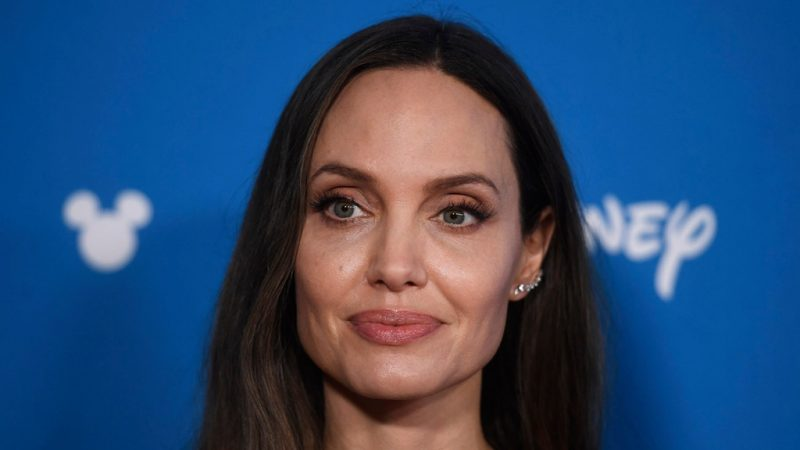 Angelina Jolie nói về Harvey Weinstein, người giám hộ quyền nuôi con với Brad Pitt - The Hollywood Reporter