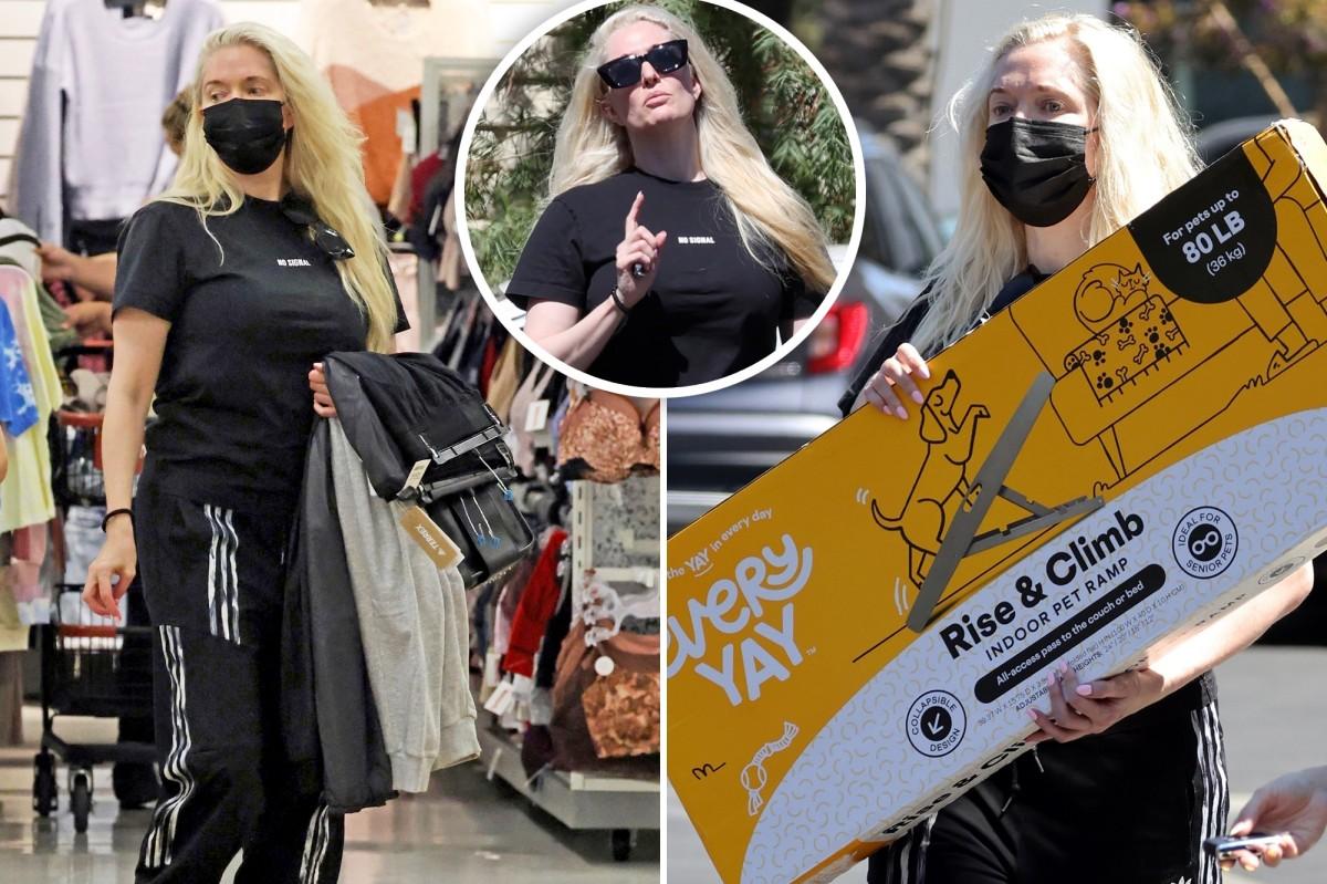 Erica Jane đang mua sắm tại TJ Maxx giữa những rắc rối pháp lý và tài chính