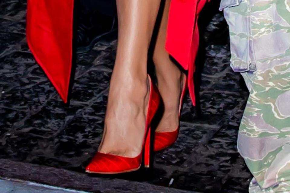 Cận cảnh đôi giày Christian Louboutin của Kardashian.  - Tín dụng: TheHapaBlonde / SplashNews.com