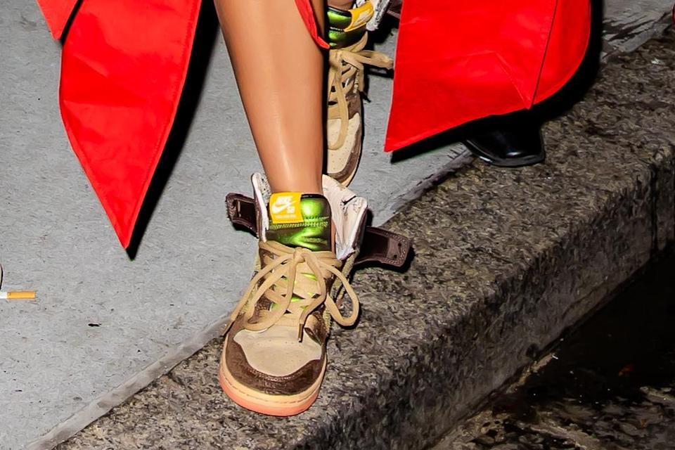 Cận cảnh đôi giày thể thao Nike Kardashian.  - Tín dụng: TheHapaBlonde / SplashNews.com