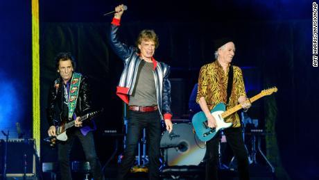 Ronnie Wood (trái), Mick Jagger và Keith Richards (phải) của Rolling Stones, ảnh vào tháng 9